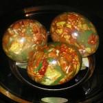 Украшаем и раскрашиваем пасхальные яйца