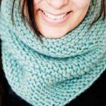 Нежный шарф спицами ажурной и простой вязкой