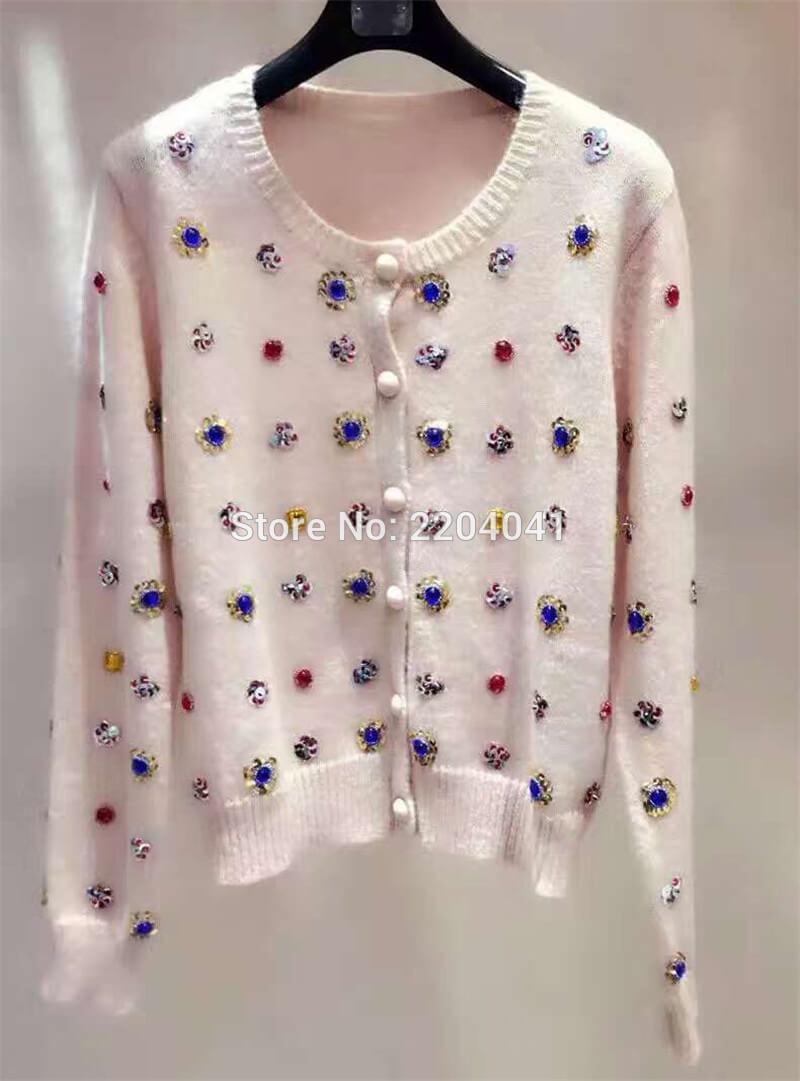 Вышивка бусинами на свитере