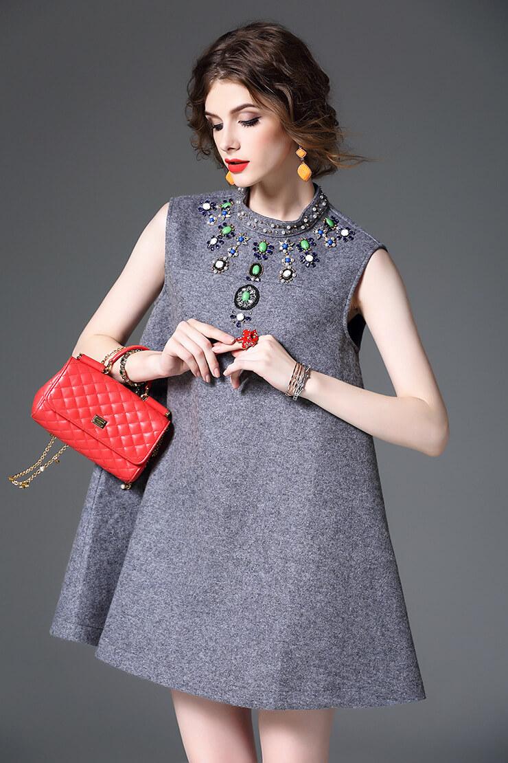 Вышивка в одежде модели