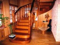 Почему популярны деревянные лестницы