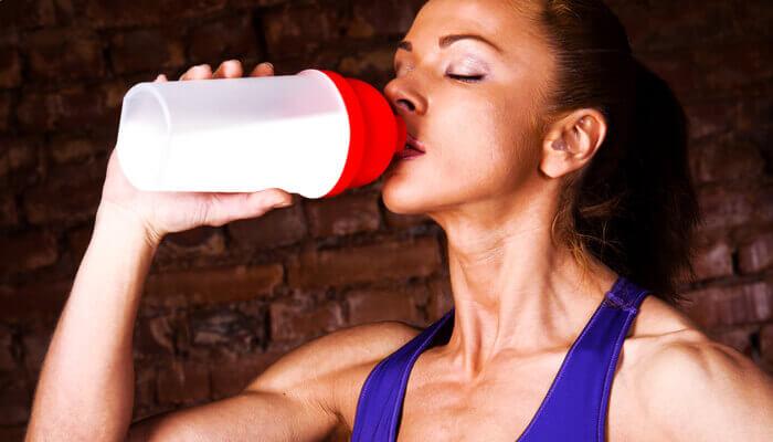 Почему употребление сывороточного протеина помогает похудеть?