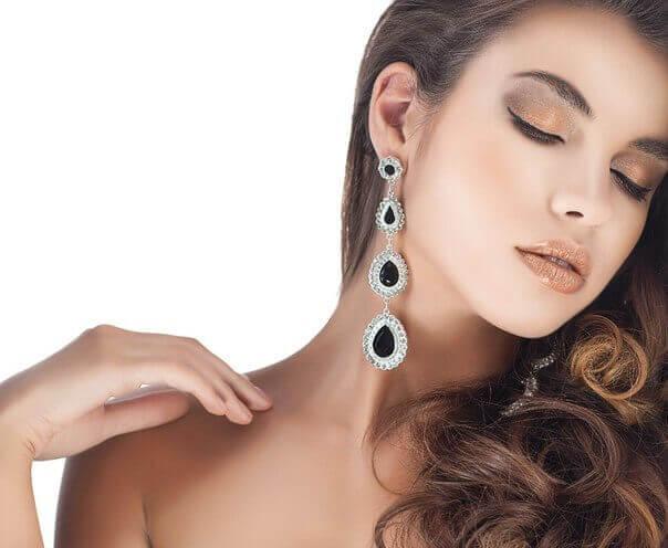Как выбрать модное ювелирное украшение для девушки