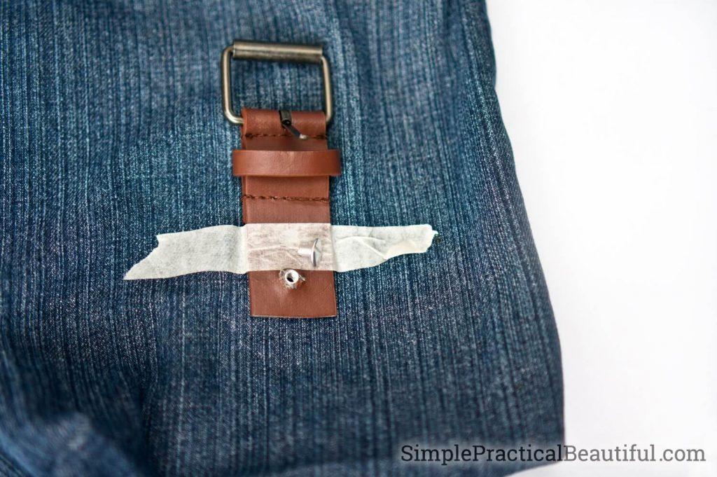 0f3bfa579d47 Ремень разрезается на 3 части. То есть отрезаете начало и конец ремня. То,  что осталось — ремешок сумочки.