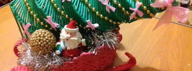 Новогодняя ёлочка из газетных трубочек - это просто сказка!