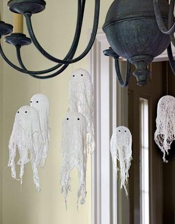 Приведения из марли на Хэллоуин