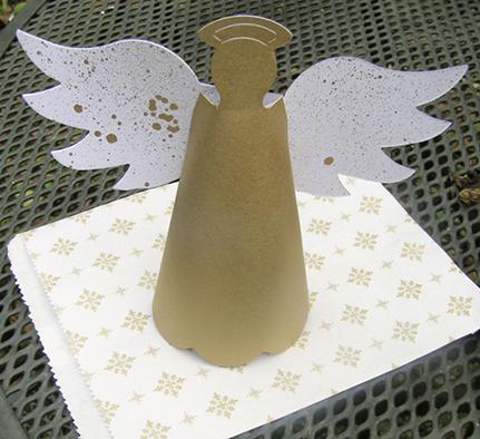 Ангел из картона