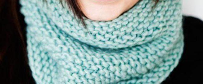 Нежный шарф спицами ажурной и простой вязкой схемы