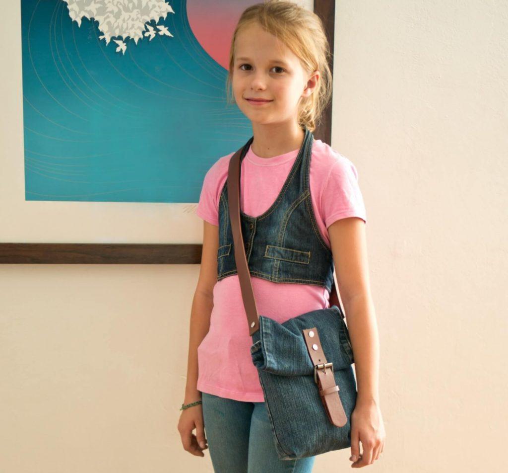 Стильная сумка для девочки из старых джинс и ремешка