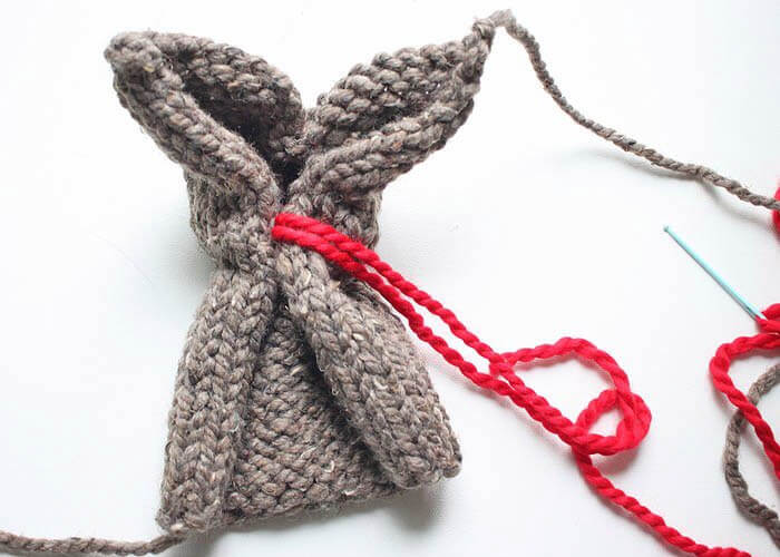 Вязаный на спицах заяц в одежде - мастер-класс